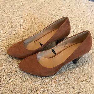 H&M tan/cognac low heels